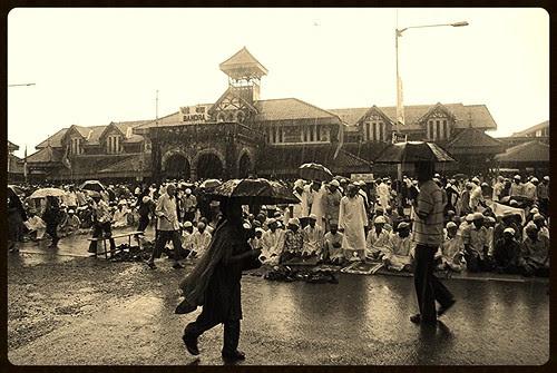 Zindagi Bhar Nahi Buhlegi Barish Main Woh Eid Ki Namaz by firoze shakir photographerno1