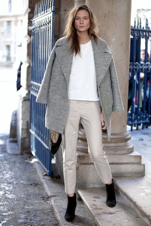 LE FASHION BLOG MODEL OFF DUTY STREET STYLE IRINA KULIKOVA LONDON FASHION WEEK WAVY HAIR GREY DOUBLE BREASTED COAT PYTHON EMBOSSED WHITE TOP CROPPED KHAKI BEIGE TROUSERS PANTS BLACK SUEDE ANKLE BOOTS BLACK CLUTCH BAG 2 photo LEFASHIONBLOGMODELOFFDUTYSTREETSTYLEIRINAKULIKOVA2.jpg