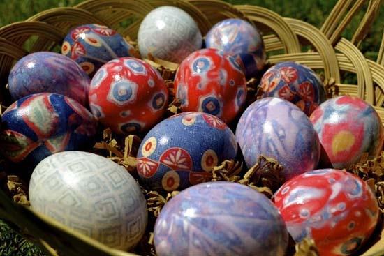 Βάψτε τα πασχαλινά αβγά χρησιμοποιώντας... γραβάτες! (20)