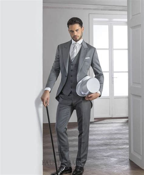 2015 Gentleman Grey Mens Suits Peaked Lapel Tuxedos One