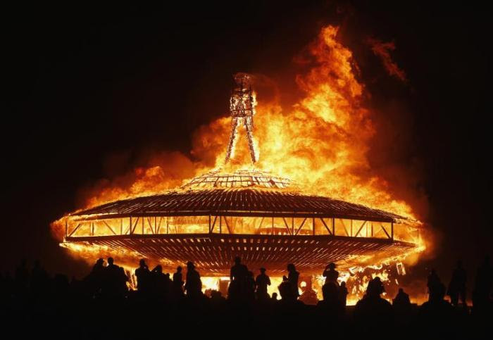 [Imagem: burning-man-2013_0.jpg?w=700&h=483]