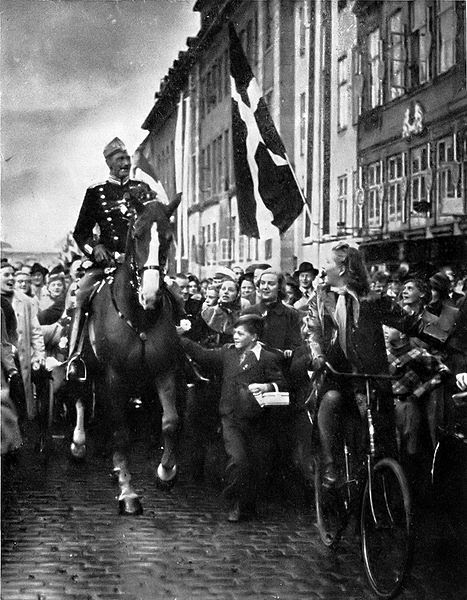 File:King Christian X in Copenhagen 1940.jpg