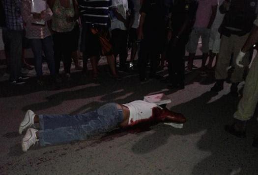 Ainda sem identificação corpo do homem ficou estendido no chão (foto Wellington Ferreira)