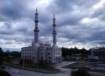 Subhanallah, Baru 5 Tahun Anak Ajaib ini Sudah Menjadi Imam