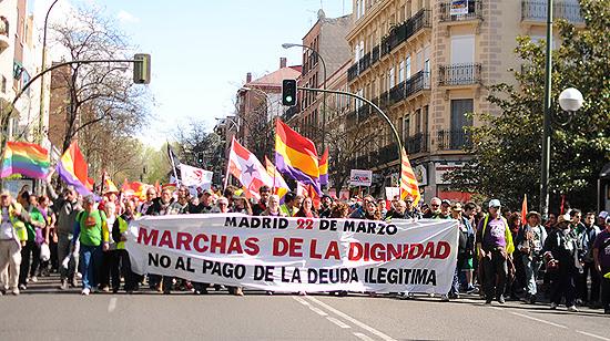La Marcha de la Dignidad pasa frente a la Junta Municipal de Puente de Vallecas. (© Foto: PABLO VELASCO / Vallecasweb.com)