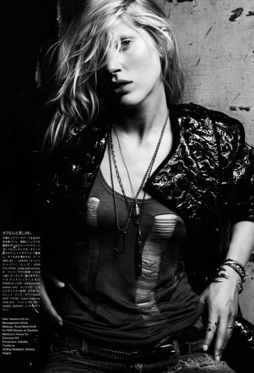 LE FASHION BLOG EDITORIAL VOGUE JAPAN NIPPON  Iselin Steiro WESTERN INSPIRED LAID BACK MESSY HAIR LAYERED ARMY DOG TAG NECKLACES SHREDDED TANK TOP METALLIC BOMBER JACKET METAL DETAILED BELT TALON CLAW BRACELET CUFFS CHAIN RINGS 7
