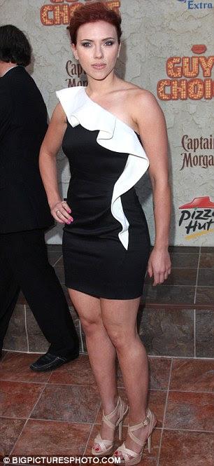 Red hot: Scarlett flaunts suas curvas na premiação Spike em junho, e na New York conjunto dos Vingadores em setembro