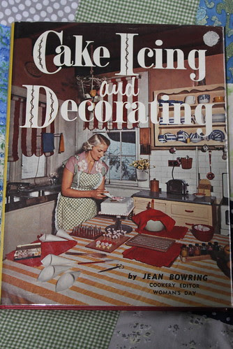 Cake Icing and Decorating book