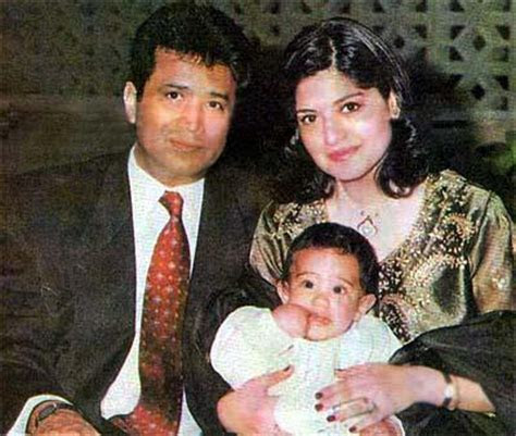 Nazia Hassan with Her Husband   SheClick.com
