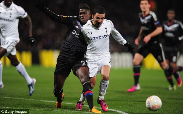 Substituted: Aaron Lennon was replaced by Clint Dempsey in the second half