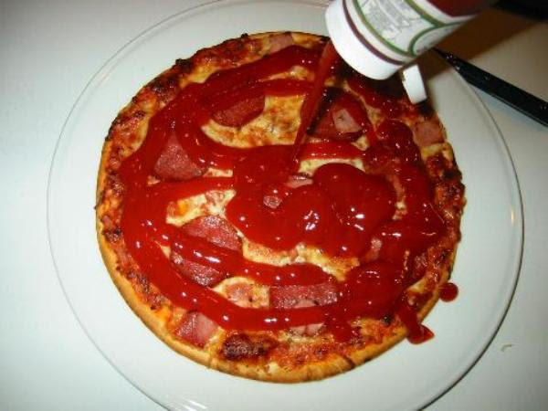 Pizza with ketchup