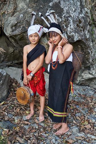 Boy Girl In Kuki Attire The Kuki People Constitute One