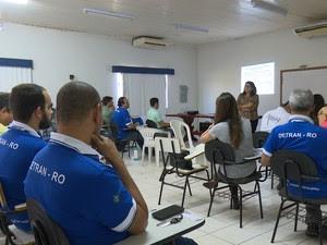 Curso aborda assunto como o uso correto de veículos de emergência (Foto: Magda Oliveira/G1)