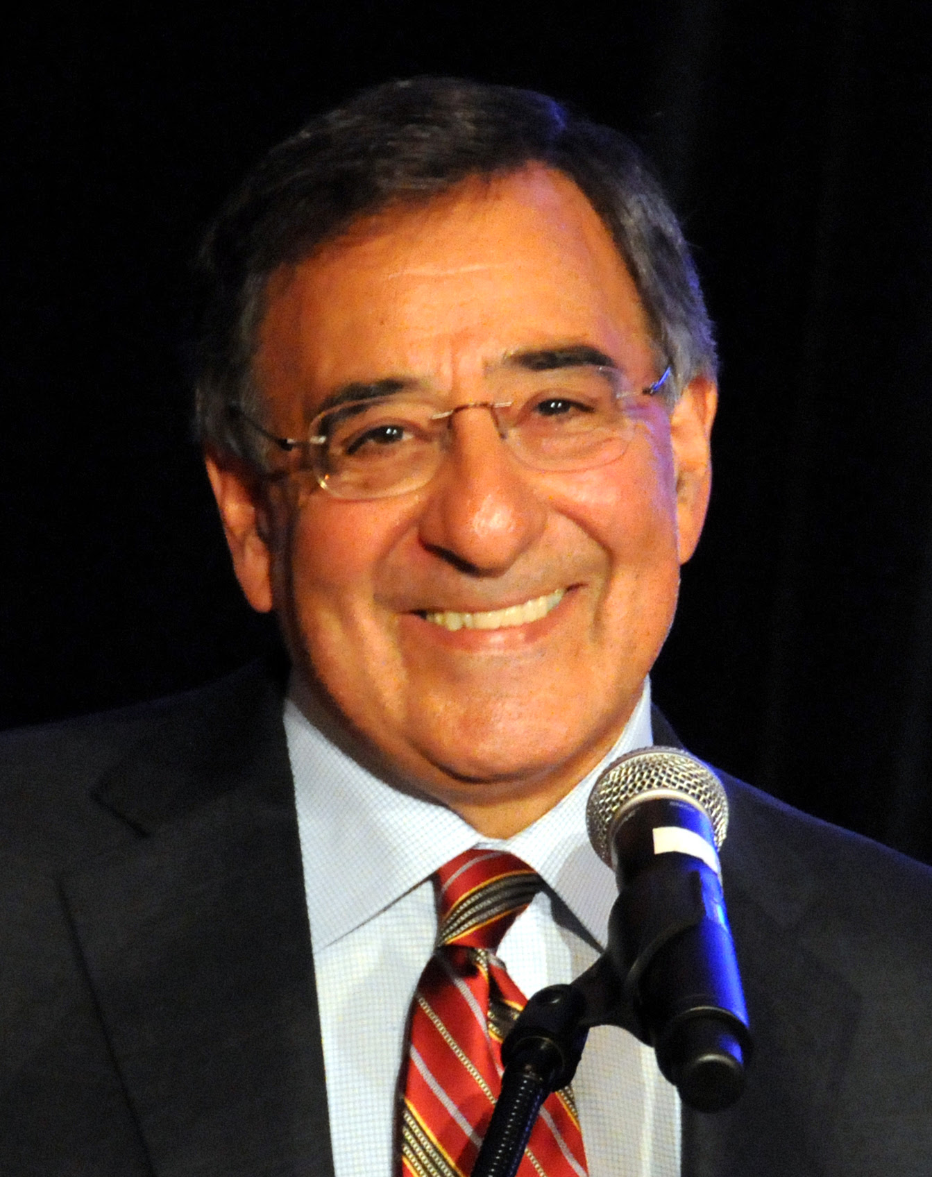 http://upload.wikimedia.org/wikipedia/commons/a/a6/Leon_Panetta_speaking_crop.jpg