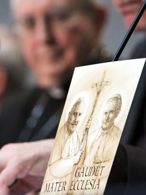 Vaticano deu detalhes sobre a canonização dos papas João Paulo II e João XXIII (Foto: Domenico Stinellis/AP)