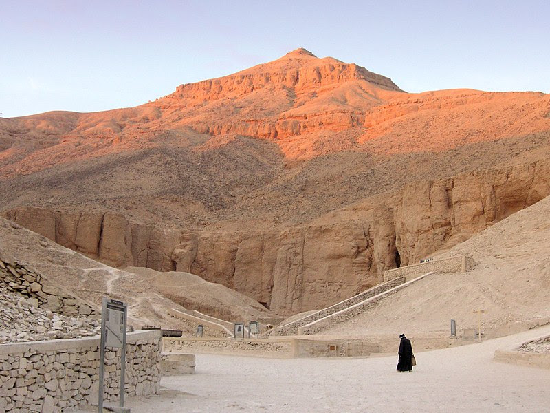 File:Ägypten Tal der Könige.jpg