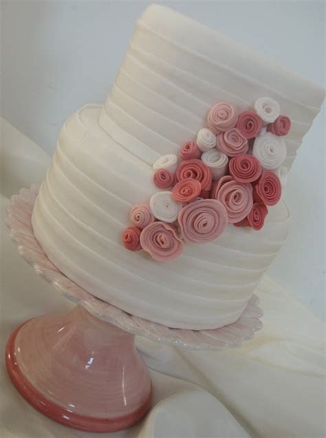 Maggiean Elegant And Tasteful Wedding Cake With Elements