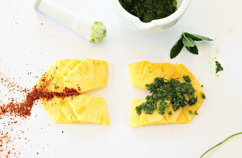 Pinaple with Piments d'espélette and mint sugar/packmananas