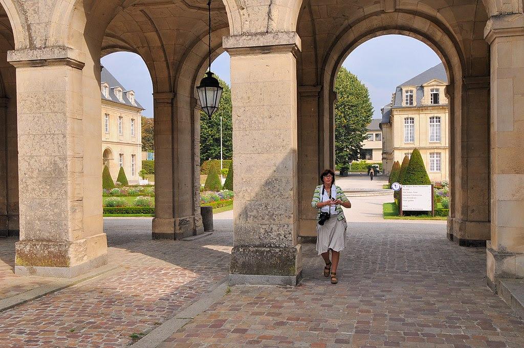 Abbaye aux Femmes03.JPG