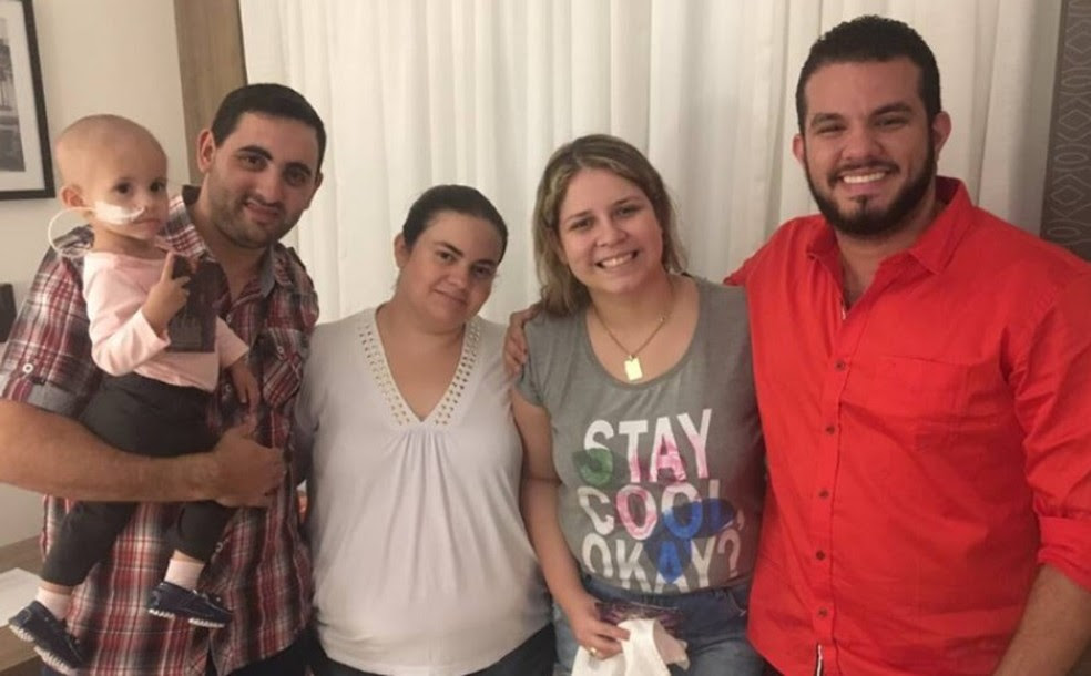 A cantora Marília Mendonça se encontrou com Sophia, seus familiares e o médico (Foto: Arquivo Pessoal)