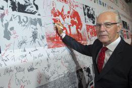 FIFA suspende a Beckenbauer por no ayudar en el caso Qatar