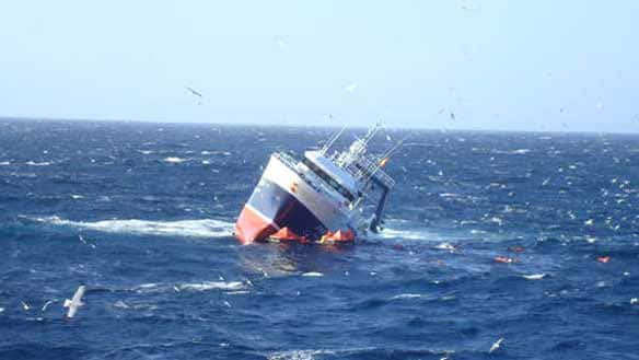 http://www.cbc.ca/gfx/images/news/photos/2009/02/25/nl-sinking-ship-20090222.jpg
