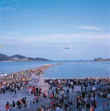 Laut Terbelah Di Korea