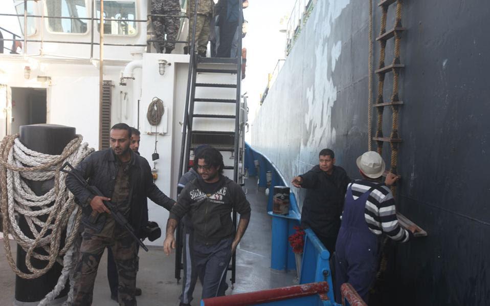 Η επιχείρηση ανακατάληψης του δεξαμενόπλοιου Morning Glory, που μετέφερε στις δεξαμενές του 350.000 βαρέλια λαθραίου πετρελαίου, πραγματοποιήθηκε ανοικτά της Κύπρου με τη συμμετοχή Aμερικανών «Navy Seals».