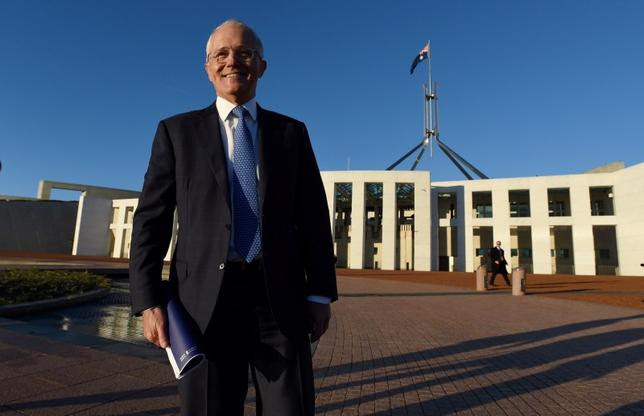 Australian Prime Minister Malcolm Turnbull stands outside Australia's Parliament House in Canberra May 4, 2016 following the announcement  Australia's 2016-17 Federal Budget.    AAP/Sam Mooy/via REUTERS