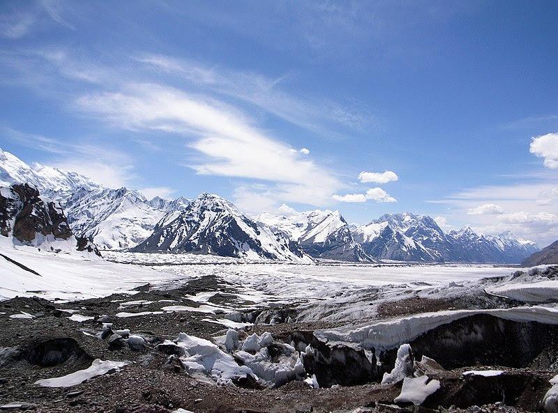 File:前路茫茫,只有荒凉的雪山和戈壁 only snow mountains and deserted land ahead (4300033277).jpg