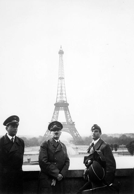 Archivo: Adolf Hitler en París 1940.jpg