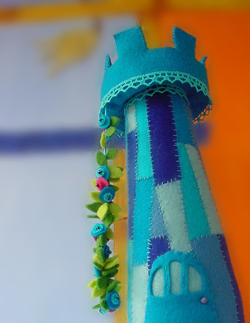 mavi-aplike-oyuncak-kule