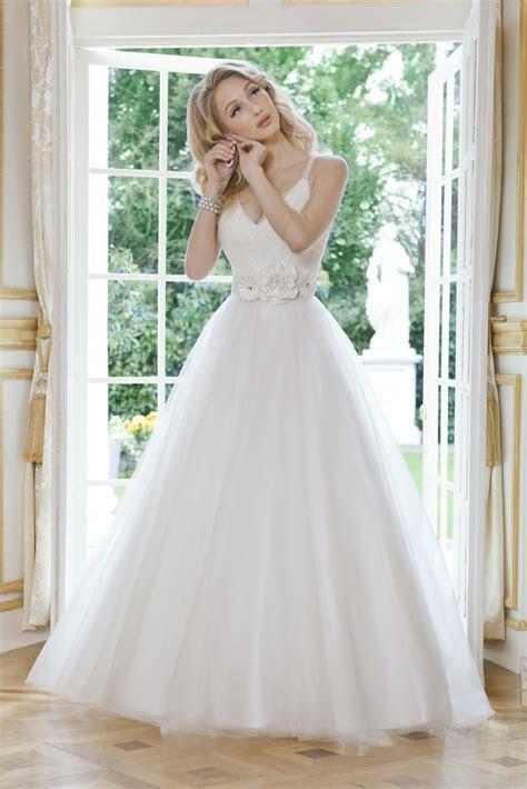 Bridal Dresses UK: Designer Wedding Dresses 2012 Form