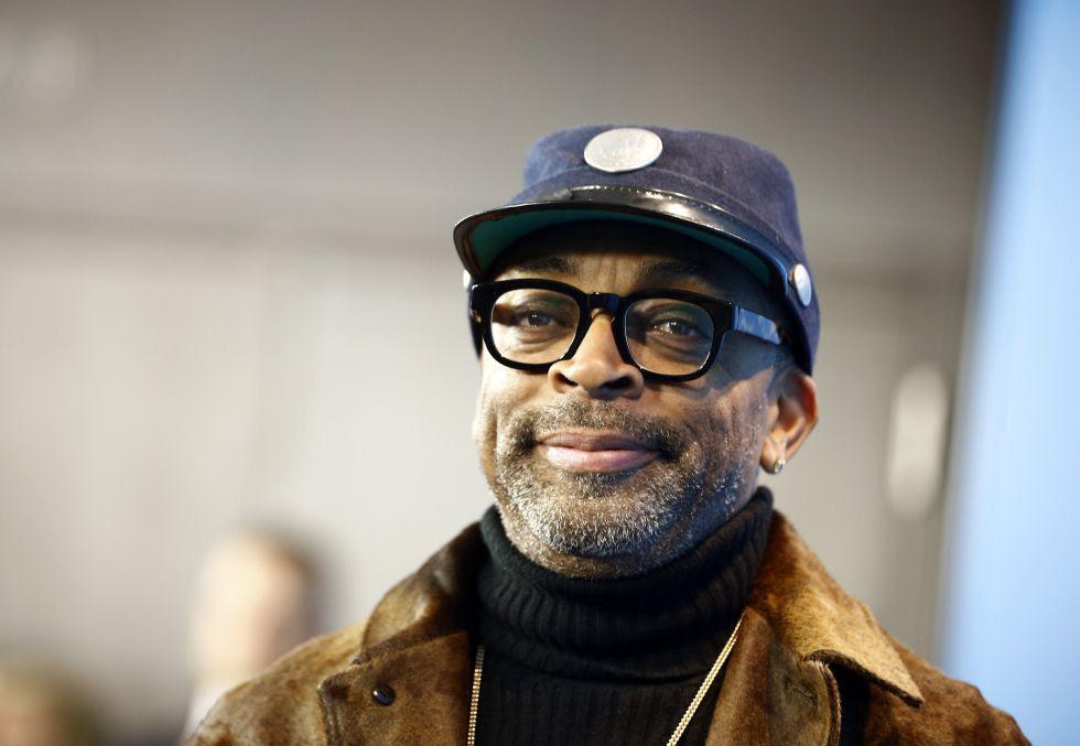 Spike Lee sonríe durante la presentación de 'Chi-Raq', ayer en Berlín.