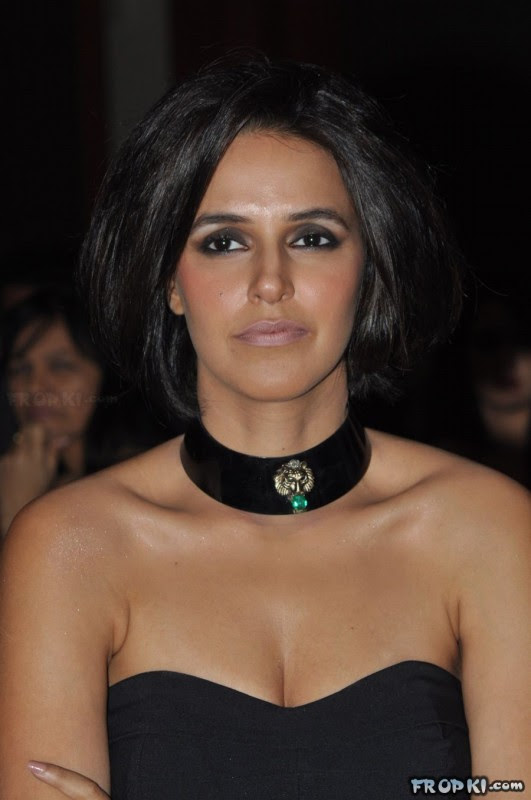 bollywood-indian-celebrities-deep-neck-open-chest-dress-designs-beautiful-girls-actresses-models-strapless-dress-4