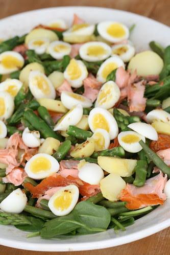 Quail egg, spinach and smoked salmon salad / Spinatisalat vutimunade ja kuumsuitsulõhega