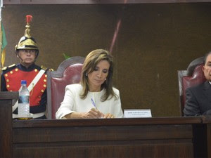 Prefeita Dárcy Vera (PSD) em cerimônia de diplomação; ao lado, o vereador Cícero Gomes (PMDB) (Foto: Adriano Oliveira / G1)