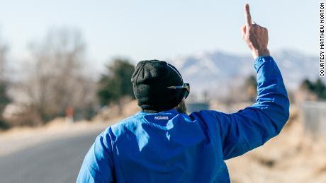 Tras su primer día corriendo, el & # 39; Iron Cowboy & # 39;  tenía otros 4.220 km por recorrer.