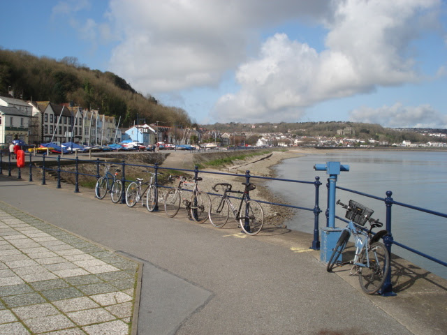 File:Mumbles promenade at Verdi's - geograph.org.uk - 460950.jpg