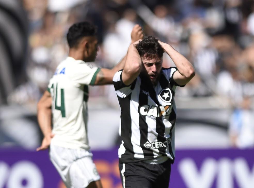 João Paulo durante empate entre Botafogo e Coritiba (Foto: André Durão/GloboEsporte.com)