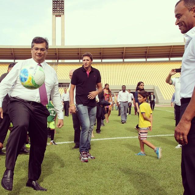 Flávio Dino trocou passes com os ex-jogadores Cafu e Edmilson
