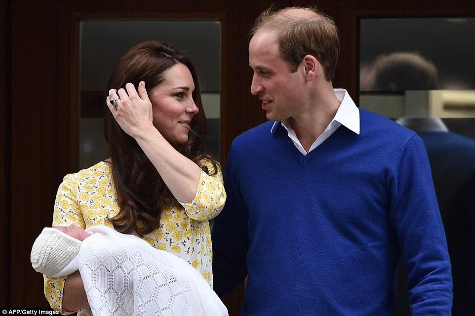 La Duquesa de Cambridge dio a luz a la Princesa Charlotte, que pesaba 8 lb 3 oz, en el mismo hospital el 2 de mayo de 2015