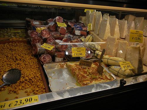 DSCN3520 _ Shop near Albergo delle Drapperie, Bologna, 16 October
