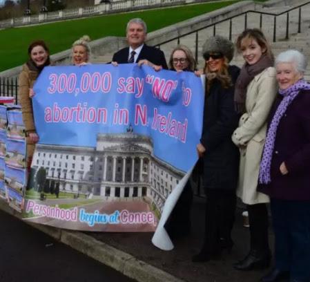 Ampliación ley del aborto en irlanda. Se ha conseguido la asombrosa cifra de 300.000 firmas pidiendo que se mantenga la actual legislación provida del país.