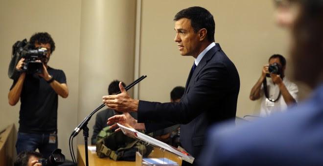 El secretario general del PSOE, Pedro Sánchez, durante la rueda de prensa que ha ofrecido en el Congreso tras la reunión con el presidente del Gobierno en funciones, Mariano Rajoy. EFE/Mariscal