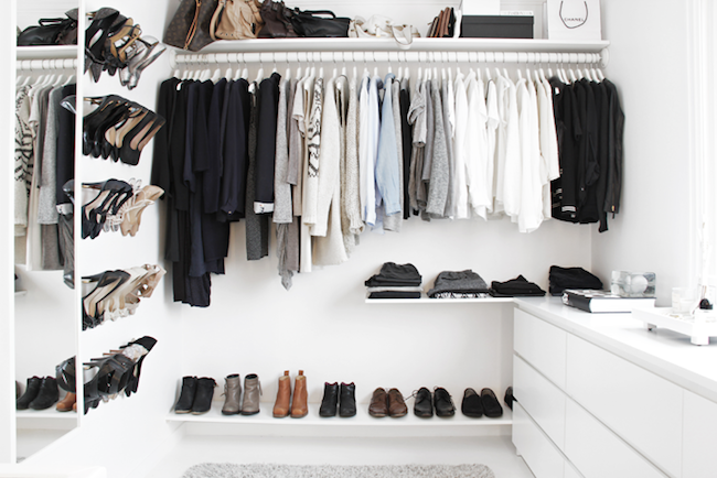 A Fashionable Home: Minimal And Bright Walk-In Closet -- Scandinavian Minimal Interior Design -- Bag Shelf Via Stylizimo -- photo 6-Le-Fashion-Blog-A-Fashionable-Home-Minimal-Bright-Walk-In-Closet-Scandinavian-Minimal-Interior-Design-Bag-Shelf-Via-Stylizimo.png