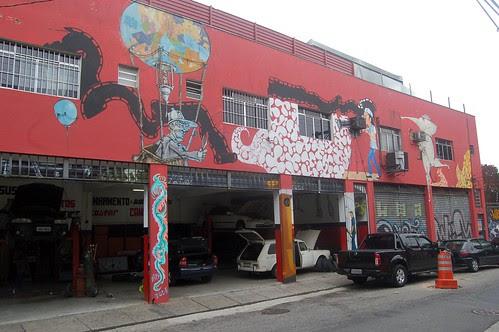 Selbst die Garagen sind Kunstwerke