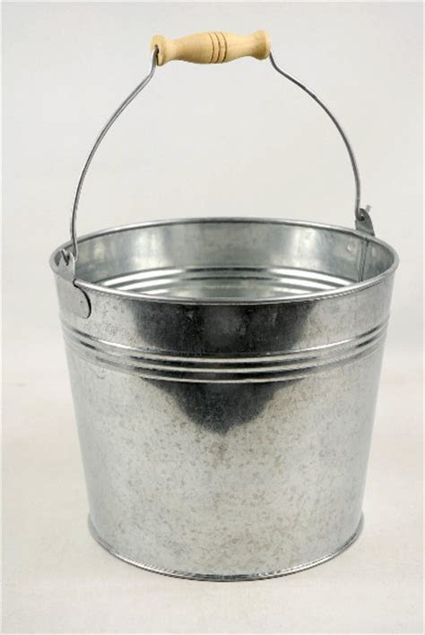 "Galvanized 8.5"" Bucket with Handle"
