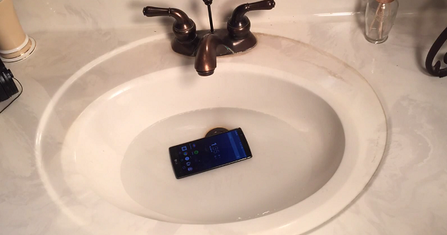 lg-g4-submerged-in-water