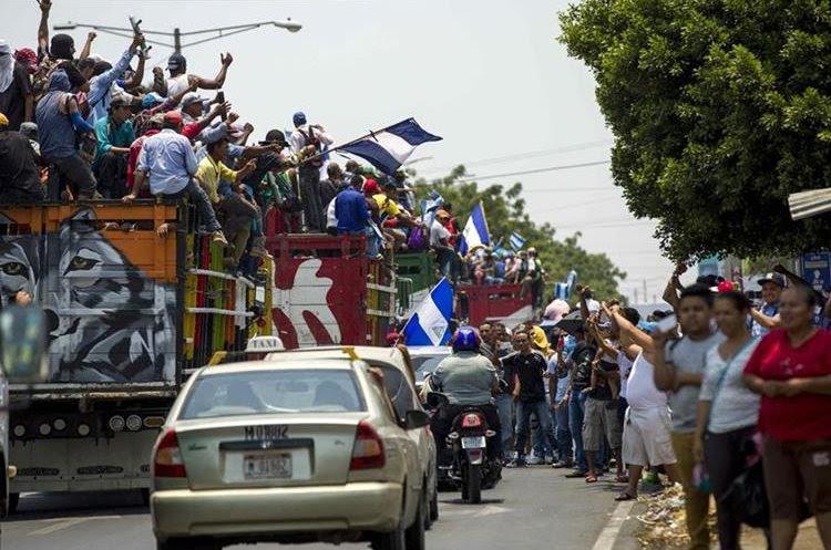 """Miles de campesinos viajaron a Managua al grito de """"¡Que se vaya Daniel!"""". (EFE),"""